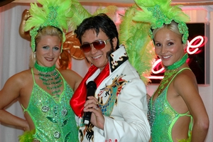 ChineseElvis with some sexy Vegas girls
